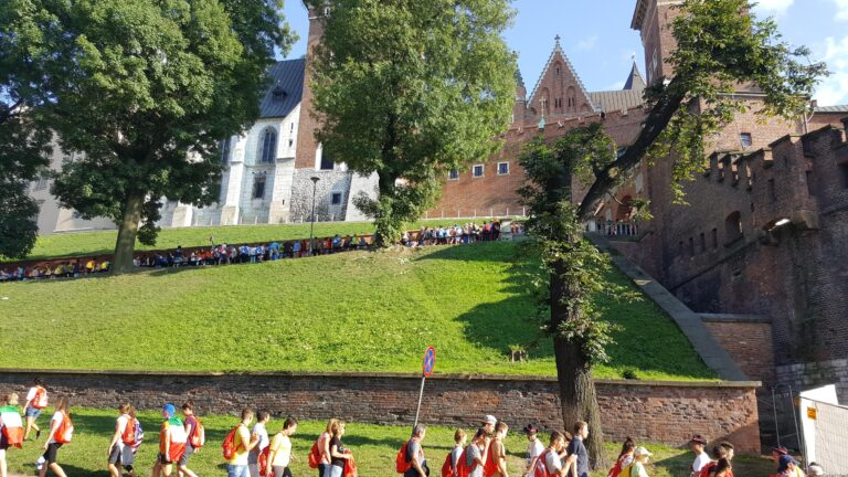 queue to enter the Wawel Castle (historic site)